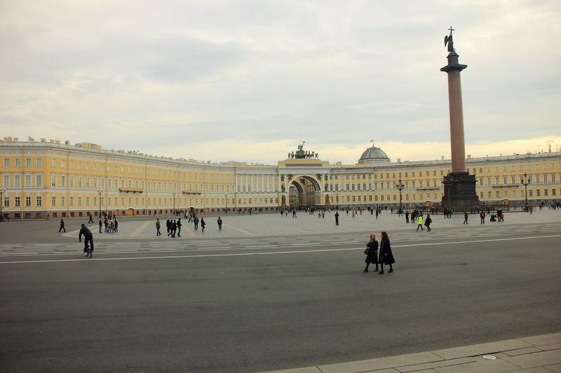 The Palace Square with 47 metres high Alexander Column built in 1834 to commemorate the victory against Napoleon French in foreground and neoclassical architecture style General Staff Building in the background. Alexander Column General Staff Building Palace Square Russia Saint Petersburg, Russia. Saint-Petersburg Russian Travel Travel Travel Destinations