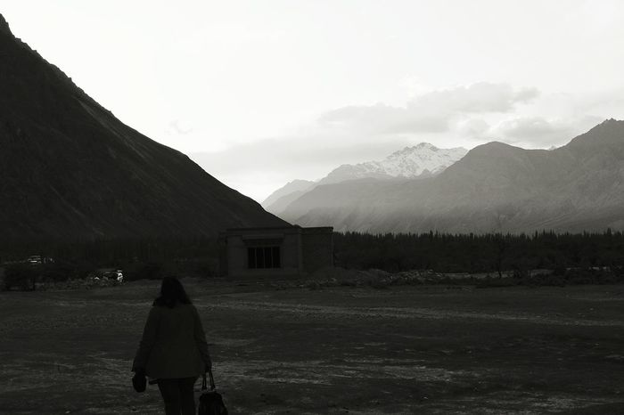 Landscape Mountain Rear View Cloud - Sky Sunset Mountain Range Outdoors People One Person Beauty In Nature Sky Day Blackandwhite 😍😌😊 Uniqueness Miles Away Uniqueness Uniqueness EyeEmNewHere Miles Away Women Around The World Long Goodbye Live For The Story at NubraValley India The Great Outdoors - 2017 EyeEm Awards The Great Outdoors - 2017 EyeEm Awards Mix Yourself A Good Time Been There. Lost In The Landscape Connected By Travel Be. Ready. Black And White Friday
