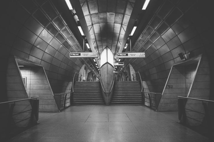 The futuristic looking Southwark tube station in London, United Kingdom. Architecture Black & White Black And White Black And White Photography Blackandwhite Blackandwhite Photography Blackandwhitephotography Built Structure Diminishing Perspective Empty Futuristic Illuminated Interior London Modern No People Station Subway Subway Station Transportation Building - Type Of Building