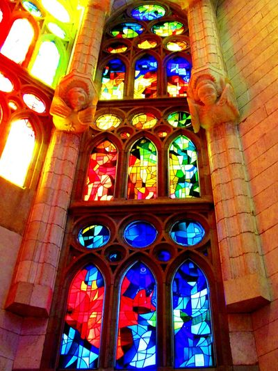 Taking Photos Colorful Artphotography Mosaic Glass Mosaicart Mosaic Green Red Blue Architecturephotography Eyeemphotography SagradadeFamilia Sagradafamiliachurch Sagradafamiliabarcelona Amazingview Sagradafamilia Gaudi Barcelona