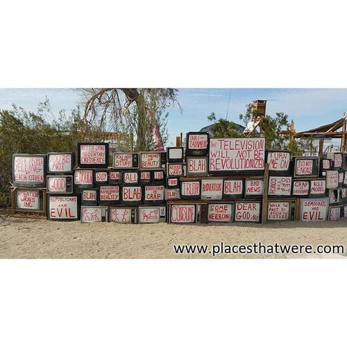 Art installation in East Jesus Urbanexploration Urbex Slabcity Eastjesus Niland Saltonsea