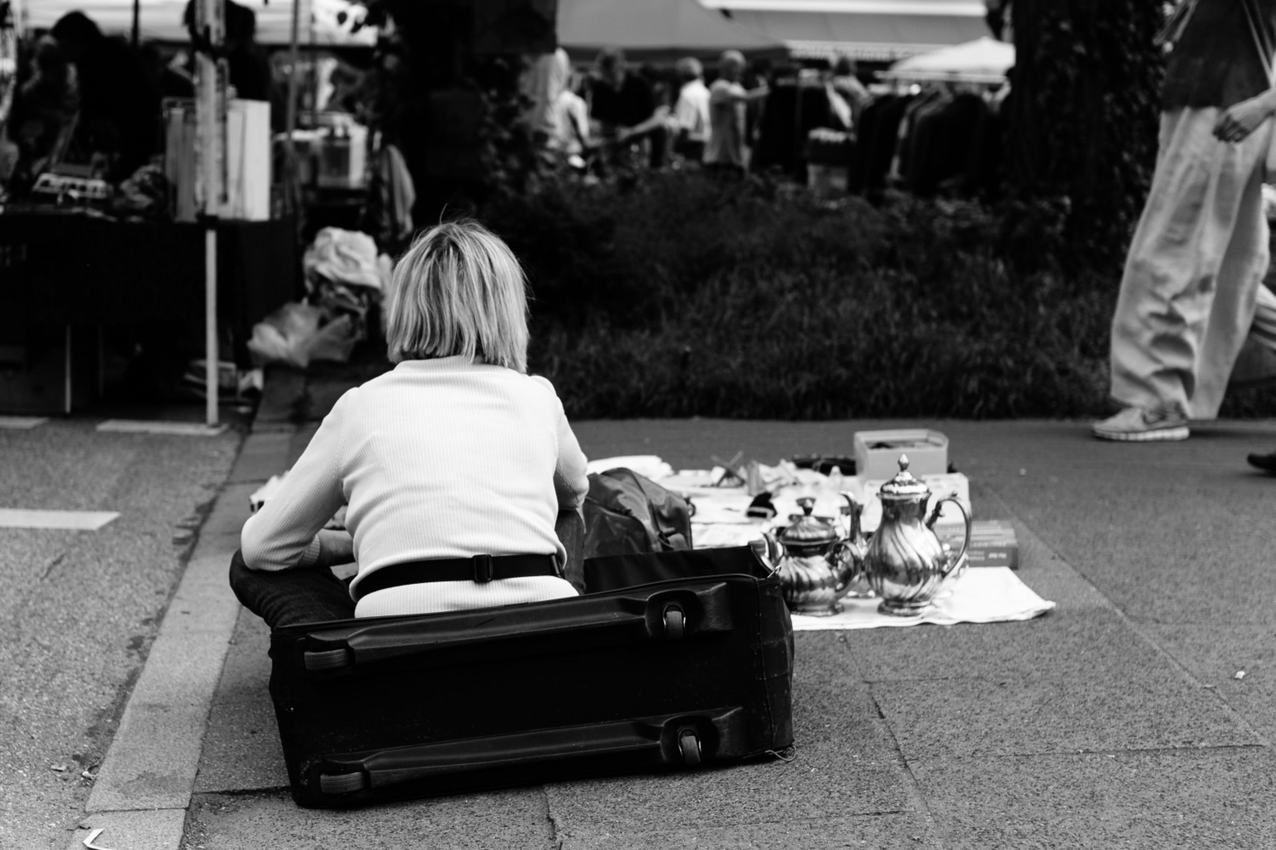 sitting, lifestyles, chair, casual clothing, leisure activity, table, relaxation, men, person, full length, rear view, incidental people, bench, sidewalk cafe, day, seat, restaurant