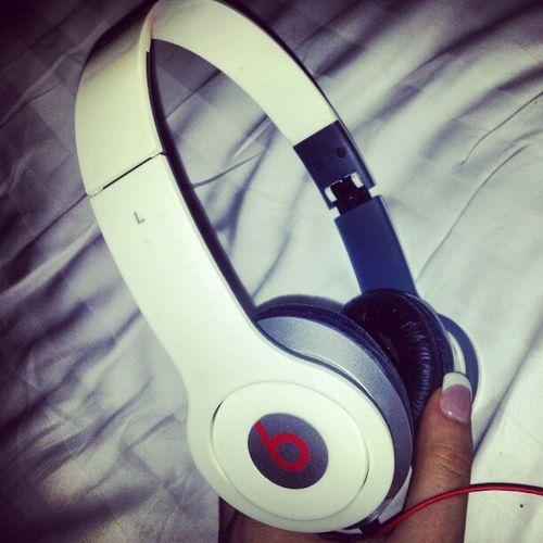 Oh hi there MyNew Headphones Beatsbydr .DreAhhhfankyouuu SickWhiteRedswagigaddictigdaily