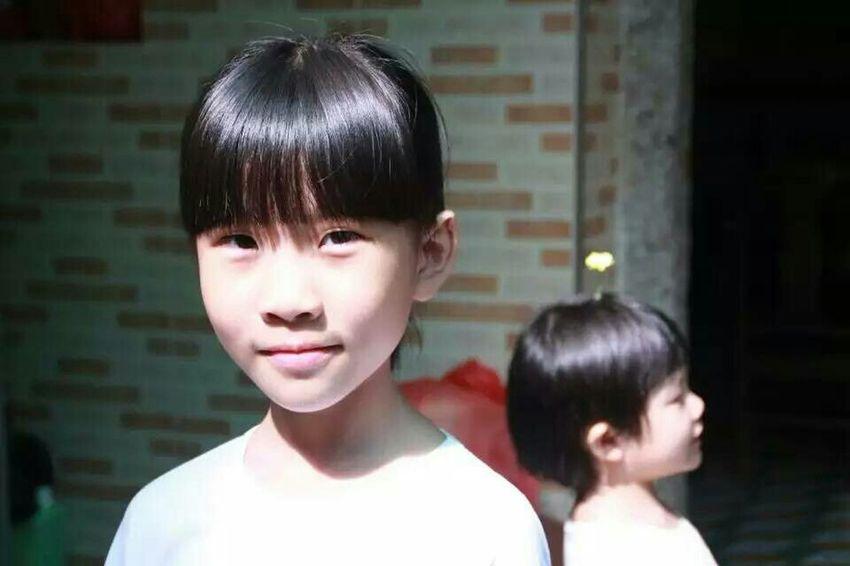 简单清纯 四年级女生 蝶形光 姐妹 First Eyeem Photo