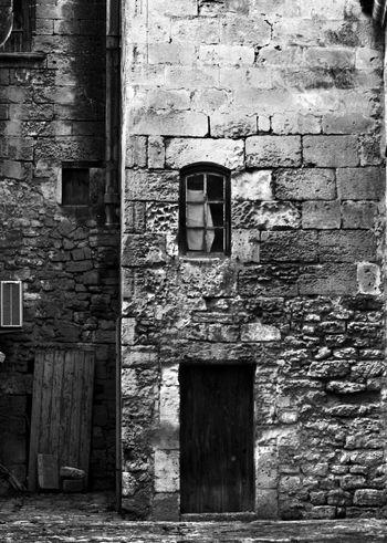 Les Baux De Provence Black And White Noir Et Blanc Blackandwhite