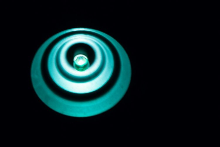 Siempre fue igual Lampara Blue Light Green Light Zig-zag 60 Watts Argentina Ondas Luz Y Sombra  Negative Space