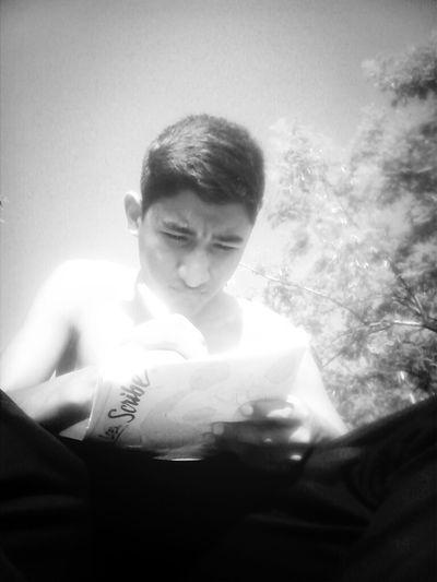 Escribo Bajo La Lus Del Sol
