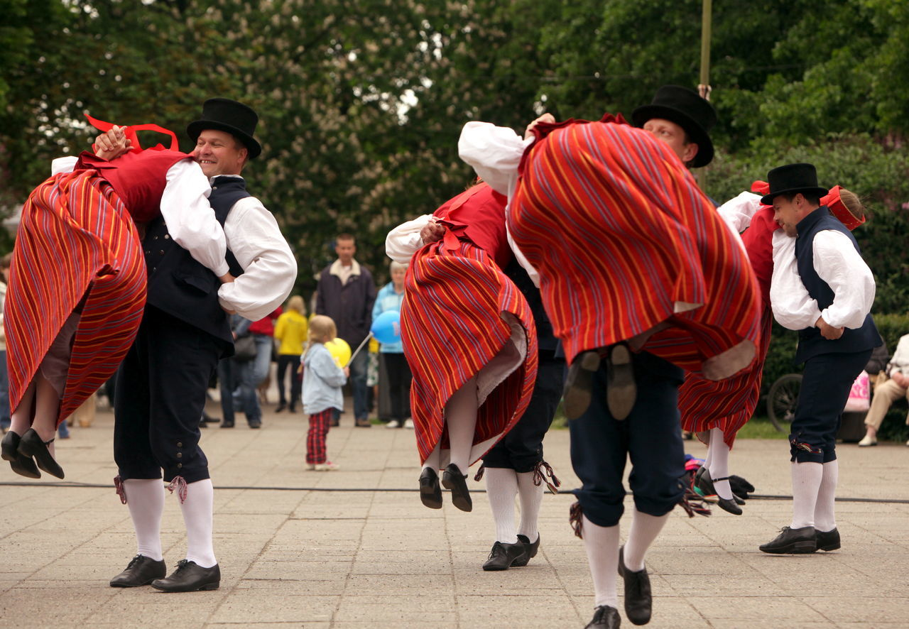 full length, day, rear view, medium group of people, boys, togetherness, real people, stage costume, outdoors, tree, people, adult