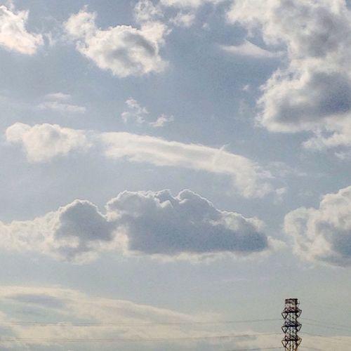 雲 空 おはよう 今日頑張れば、明日は休み?