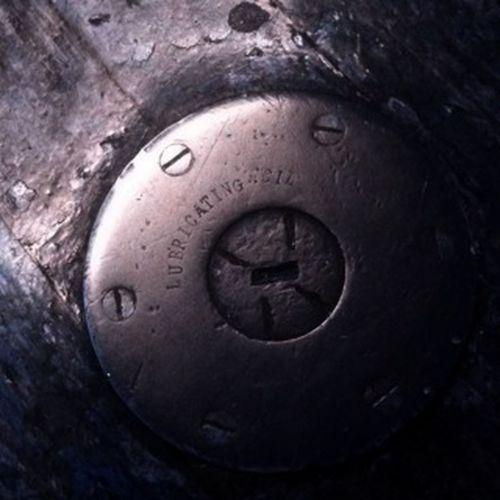 Metal Lubricant Circle Cap Old