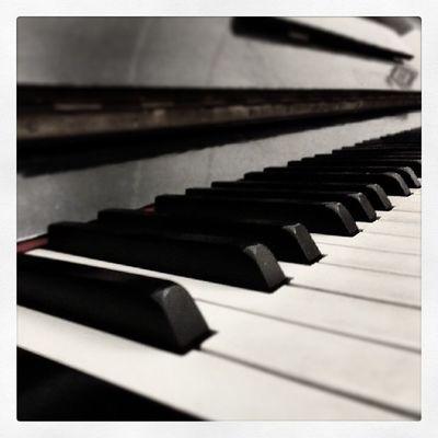Follow4follow Instabest Instacool InMyPlace mysoul bestshot b&w music white black piano