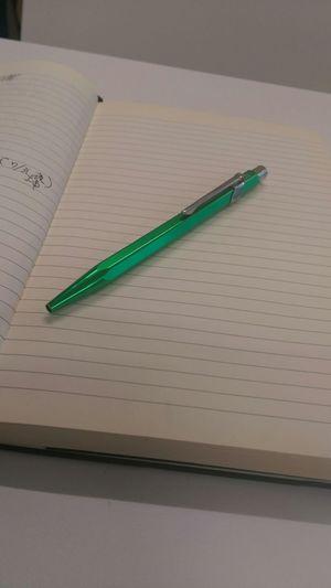 Moleskine CARAN D' ACHE At Work Favorite Notebook Old Sun Burn Recently Ballpoint Pen 最近使い出した、仕事用モレスキンノートのラージサイズと、カランダッシュのボールペン。モレスキンは買ってから4~5年経ってからおろしたから紙の焼け方が凄い!業務日誌みたいな使い方(笑)。