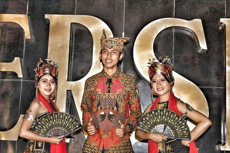 Team is power Gandrung Banyuwangi,Indonesia Indonesia_photography Indonesia Culture Udeng People Women Culture Of Indonesia Banyuwangi Cultures Travel Destinations Large Group Of People Lifestyles Built Structure Leisure Activity Outdoors