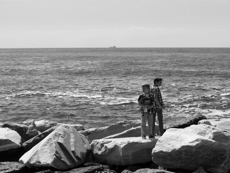 Streetphoto_bw Two Of A Kind Water_collection Shooting Strangers