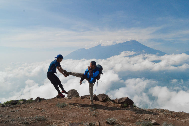 Two People Sky Cloud - Sky Mountain Full Length Leisure Activity Adventure Men Scenics - Nature Togetherness Nature Rock Mountain Range Adult Day Young Adult Hiking Backpack Rock - Object Holiday Couple - Relationship Positive Emotion Outdoors
