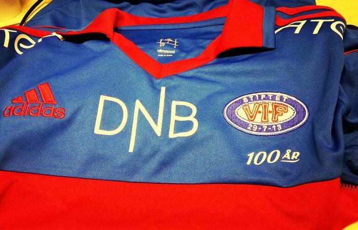 my first Norwegian football t-shirt / min første norsk fotball drakt / la meva primera samarreta del futbol noruec Vålerenga Vif
