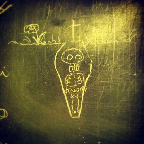 Skeleton Chalk Kegeln Grave chalkboard