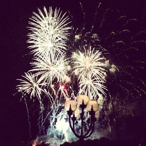 #firework #feuerwerk #lantern #erfurt #domplatz #night #illumination #instahub #instamood #instadaily #picoftheday #pictureoftheday #krämerbrückenfest #sky #fog Picoftheday Erfurt Instamood Feuerwerk Instadaily Pictureoftheday Instahub Domplatz Night Sky Krämerbrückenfest Fog Firework Illumination Lantern