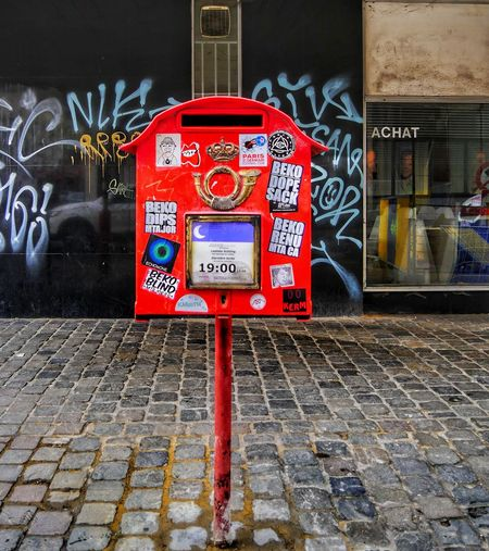 Colored mailbox in Brussels Streetphotography Street Street Photography Streetphoto_color Street Life Mailbox Red City Life Usual Object Photo Photography Photooftheday Photographer Colors EyEmNewHere Red Communication Text Close-up