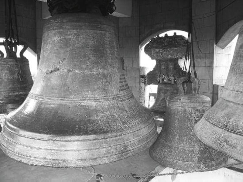 Touched by my hands! The Biggest Bell in ASIA Historical Place UNESCO World Heritage Site Roxascity Antique Black And White Photography Finally Travel