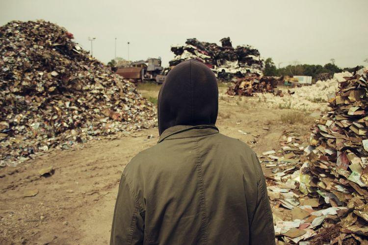 The Human Condition Erased Memories Souvenirs Effacés Alone Sand Man Homeless Photo-story: https://vimeo.com/96953843