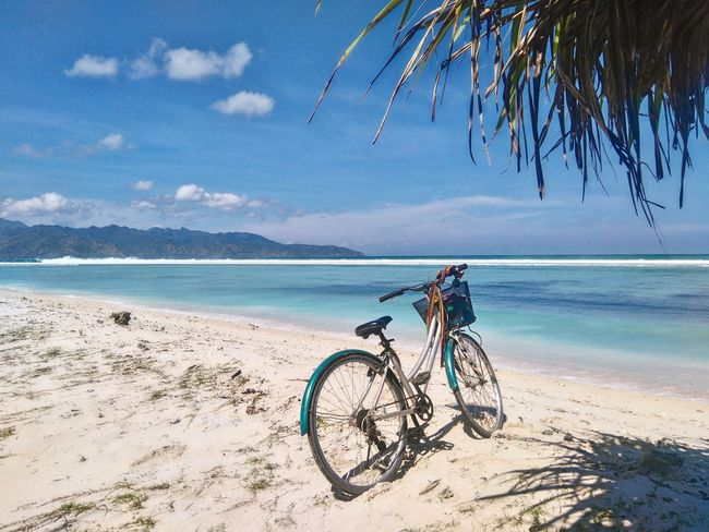 Fun bike Bicycle Beach Sand Sea Nature Sky Outdoors Tranquility Summer Day Blue Water Beauty In Nature Scenics Horizon Over Water No People Landscape Landscape_photography Indonesia_photography Lost In The Landscape Conected Whit Travel Photography Landscape_Collection Lombok-ındonesia Gili Trawangan-lombok