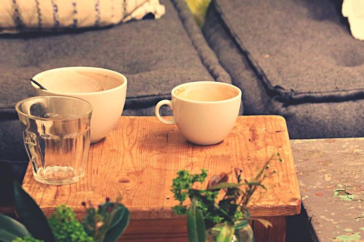 Coffee Break Coffee At Home Dirty Dishes Drinking Glass Dirty Coffee Cups Sofa Empty Coffee Cups Pause Break Interior Home In The Sofa  On The Table Kitchen Utensils Cafe Utensils Meeting Time Meeting Room