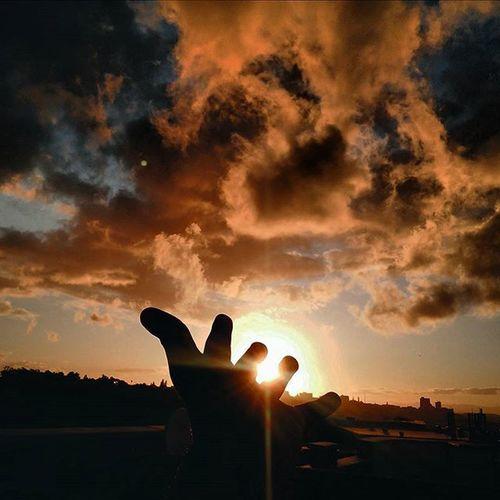 I feel heaven Hpsamerginglines Photo Photooftheday Rooftops Photogrid Reaching Photograph Photogram Visualsoflife Reachjulian Hand Cloudy Colors Colour Land Landscapes Portelizabeth Nelsonmandeladay Portelizabethsa Igers El_herve Dream_image