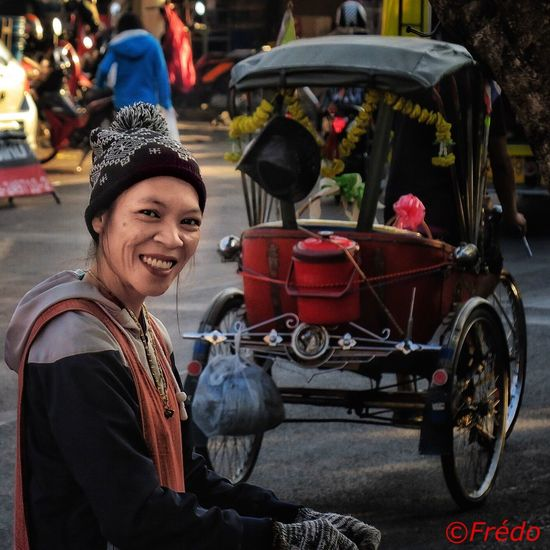 A beautiful smile #Chiang Mai Photooftheday Eyeemphotography Streetphoto_color Thailand_allshots Thailand Photos EyeEmBestPics EyeEm Best Shots EyeEm Best Edits Street Photos😄📷🏫⛪🚒🚐🚲⚠ Eyem Best Shots Thaistagram Smile EyeEm Gallery Eye4photography Colorful Photo Streetphoto Street Photography Real People Portrait Thaïlande Streetphotography