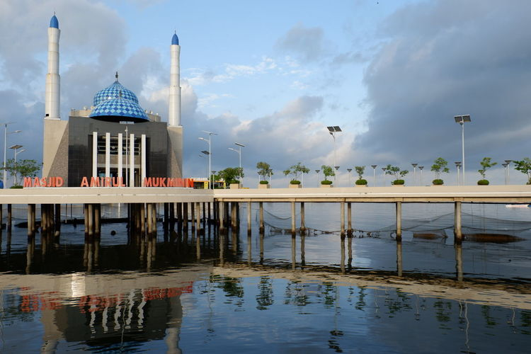 """Do you know Indonesia has a """"Floating Mosque""""??? The name is Masjid Amirul Mukminin beacuse of the location in the northeast Losari Beach, Makassar Indonesia... Nature Makassar INDONESIA Wisataindonesia Wisata Pemandangan Beautiful Alam_indonesia ALaM Beach Losari Beach Losaribeach PantaiLosari Cityofmakassar Like4like Followme Likeit Likealways"""