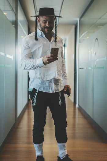Wireless Technology Only Men One Person Business One Man Only Mobile Conversations Mobile Phone Connection Communication Tadaa Community EyeEm Team AMPt_community EyeEm Gallery Adults Only Online Messaging Full Length Technology