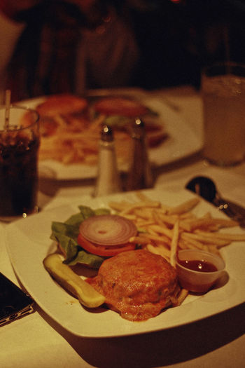 Burger, 2018 Food And Drink Food Freshness Indoors  Ready-to-eat Table Plate Close-up Indulgence No People Focus On Foreground Meal Still Life Unhealthy Eating Serving Size Meat Kitchen Utensil Fast Food Selective Focus Temptation Japanese Food Dinner Snack New York Burger