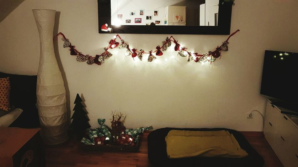 Home Interior Livingroom Mirror Dogbed Christmas Decorations Christmastime Candles