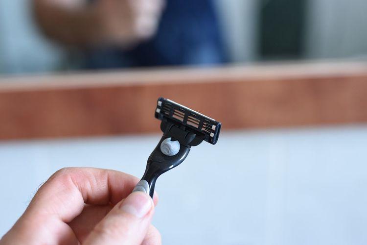 Close-up of hand holding razor