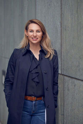 Attractive blond woman leaning against a wall Head Shot  Looking At Camera Wall Attractive Beautiful Woman Blond Businesswoman Face Front View Hairstyle Lean Looking At Camera Middle-aged One Person Portrait Pretty Real People Standing Urban Skyline