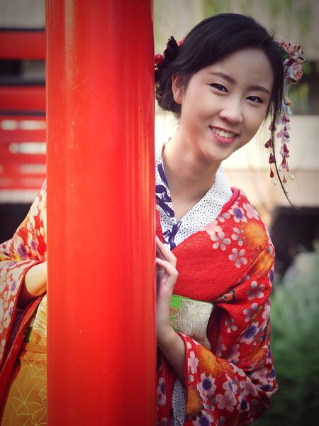 beautiful woman in kimono smiling Japanese Culture Japanese Style Kimono Dress Smille Travel In Japan Red Young Adult Smiling One Person One Young Woman Only Young Women Only Women One Woman Only Portrait Traditional Clothing Happiness Beautiful People Outdoors Beauty Beautiful Woman