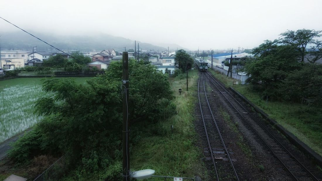 とある駅に着く。山が近く高い建物がない町並みが新鮮。あと単線なのも新鮮。 Rainy Days Near The Mountain TOWNSCAPE Train Railroad Railway Cloudy Mountains Travel Photography From My Point Of View Tokushima Japan 雨の日 電車旅 EyeEm Best Shots EyeEm Best Edits