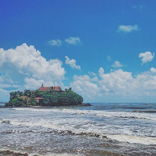 哈爾的移動城堡. Matara 宮崎駿 SriLanka Beach sea sky building