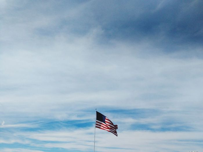 Usflag clouds