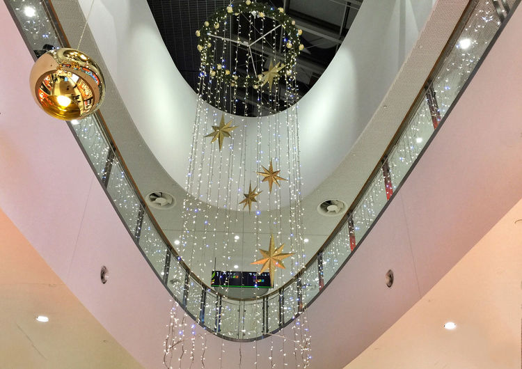 Festivity And Shopping Gdynia 19 December 2015 Iphone 6 Plus IPhoneography IPS2015Xmas Symmetrical Shopping Mall Architecture_collection Architecture EyeEm Masterclass EyeEm Best Shots EyeEmBestPics Xmas Xmas Decorations Christmastime Christmas Decorations Christmas Lights