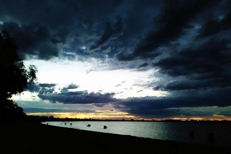 Simply stunning Beautiful Nature Clouds Water Sunset Dusk Dramatic Sky First Eyeem Photo