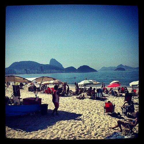 Sair de um culto pra lá de especial da IgrejaOrlaSul e andar um quarterão e ver essa vista, é vida boa mesmo. Copacabanasunday Beach Ourwinter