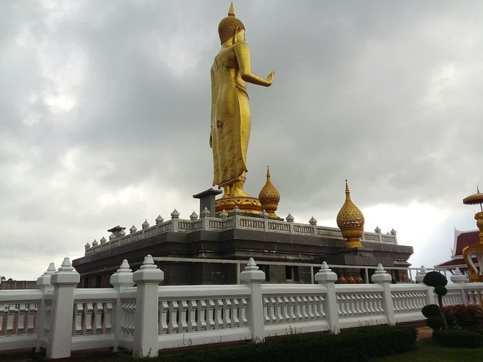 Gloden buddha statue in Hat Yai, Songkhla, Thailand . Gold Statue Architecture Travel Religion Gold Colored Tourism Place Of Worship Sculpture Buddha Statue Buddhastatue Image Of Bhuddha Buddha BUDDHISM IS LOVE Buddhism Thailand
