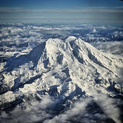 Shot i took of Mount Rainier flying on Christmas day.. Airplane Cascades PNW Snow Mountain Clouds Jgc
