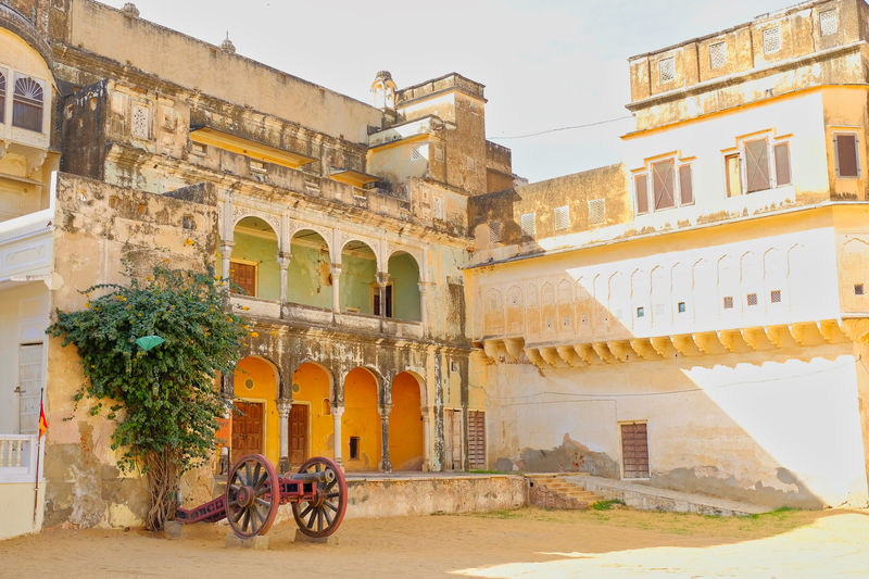 Historical building or Old Castle located in Mandawa, India. Historical Building Old Town Arch Architecture Building Building Exterior Built Structure City Day Historical History Incidental People Mandawa Nature Outdoors Plant Real People Sky The Past Tourism Transportation Travel Travel Destinations Window