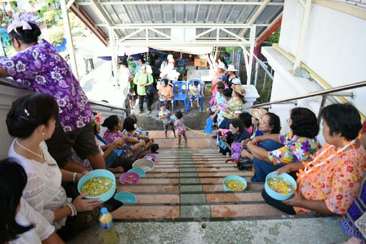 Large Group Of People Men Women People Crowd Adult Sitting Real People Adults Only Full Length Togetherness Day Indoors  Bride Young Adult Only Men Nature Thailand Travel EyeEm Songkran Festival Kokret Kohkret Ko Kret Travel In Thailand