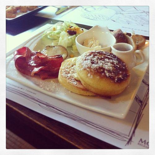 Happy thursday!! My brunch time?? Instadaily Instabrunch Happythursday  Instafood waffle enjoylifewhileyoucan taipeitaiwan brunchtime