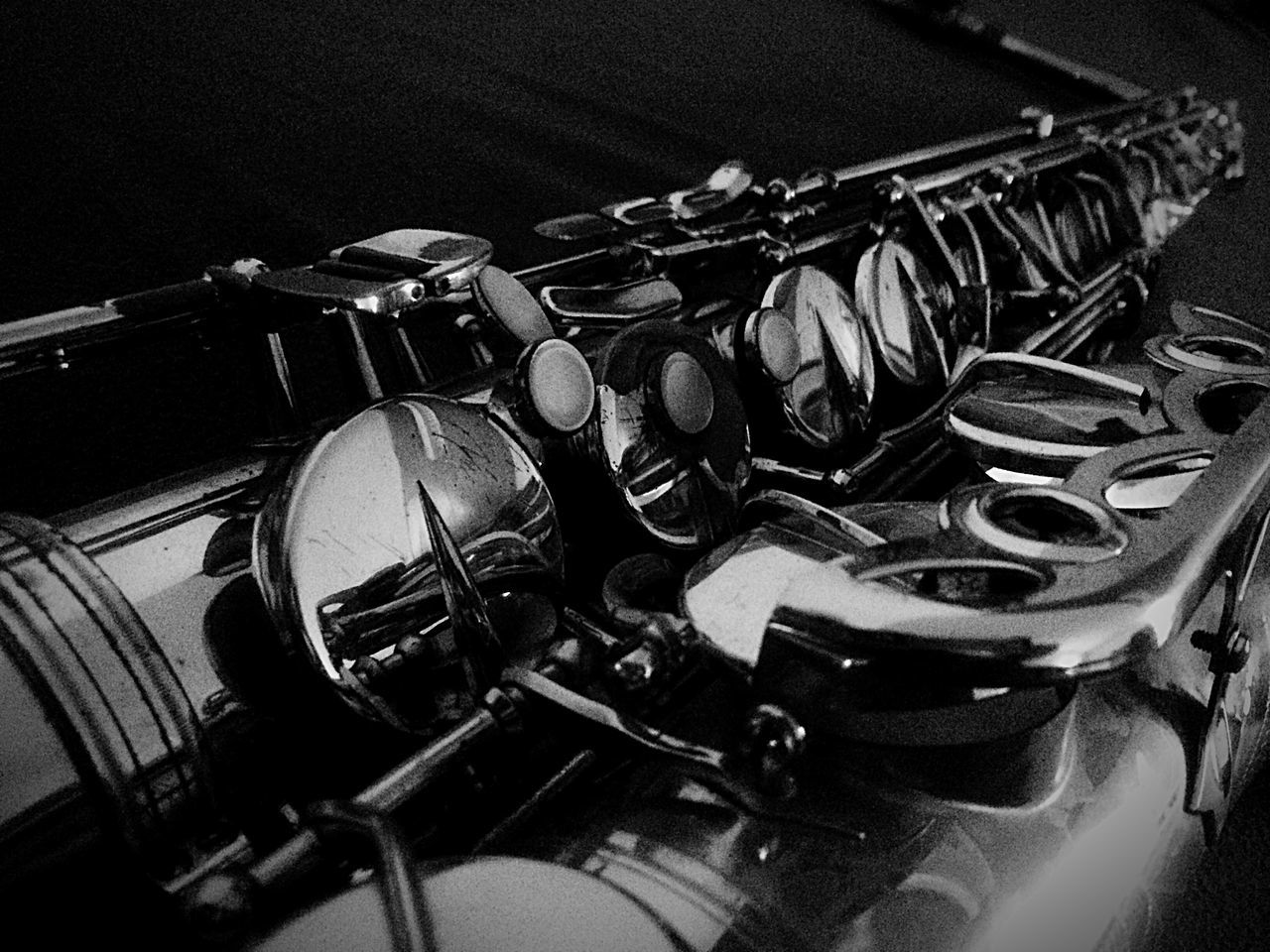 indoors, still life, no people, metal, close-up, music, musical instrument, arts culture and entertainment, large group of objects, table, equipment, stack, high angle view, musical equipment, in a row, group, focus on foreground, selective focus, day, abundance