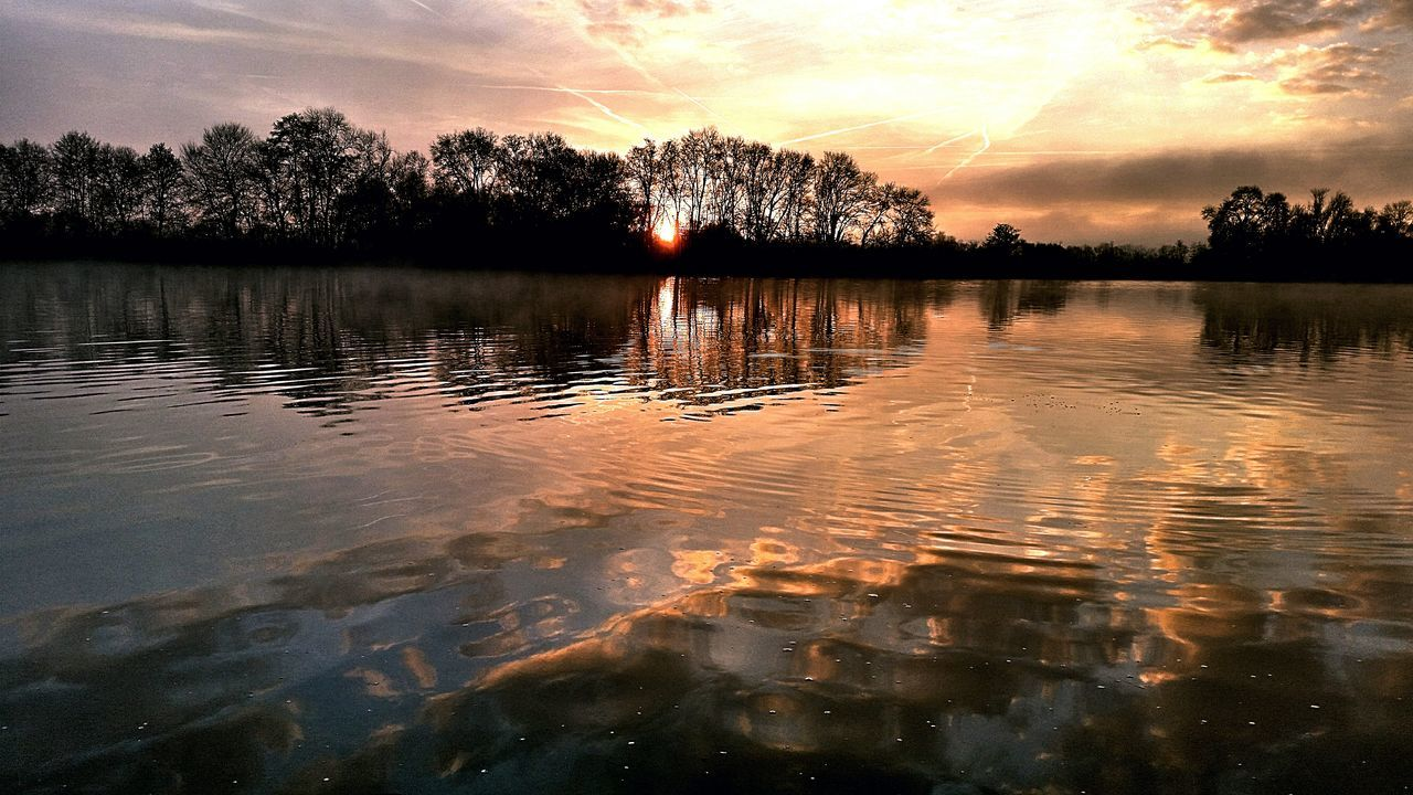 reflection, sunset, water, lake, tree, sky, nature, tranquil scene, tranquility, beauty in nature, outdoors, cloud - sky, scenics, waterfront, no people, silhouette, day