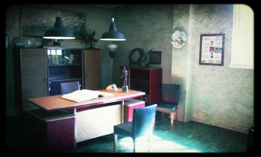 Awesome details how C.Guzzi had his office decorated. Genuine ! Check This Out Being Minimalistic Vacation